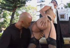 Freira gostosa fazendo sexo com padre PORN HD